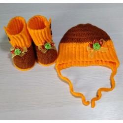 Пинетки и шапочка вязаные крючком Осень