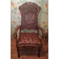Дубовое кресло-трон.